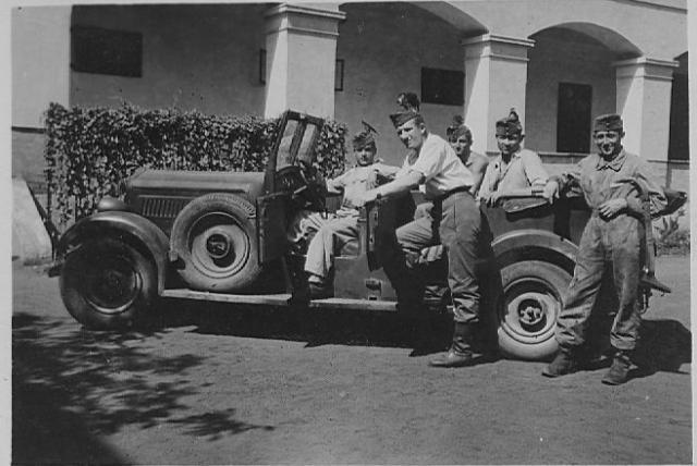 Csoportkep gepkocsival