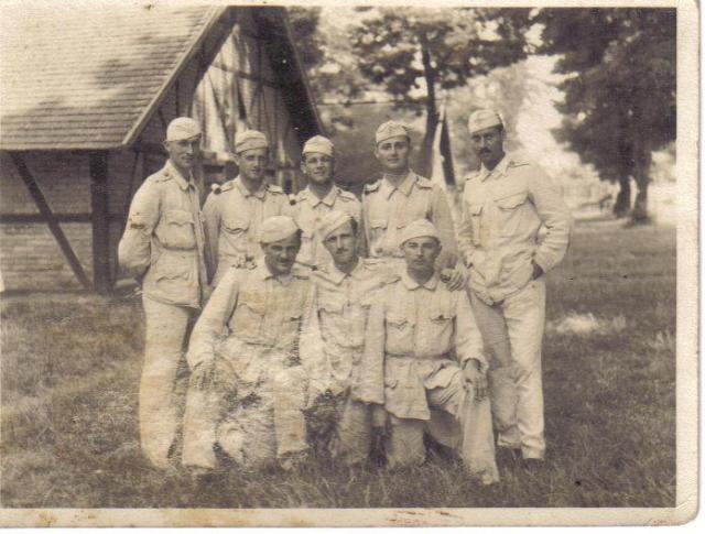 Katonák, 1933