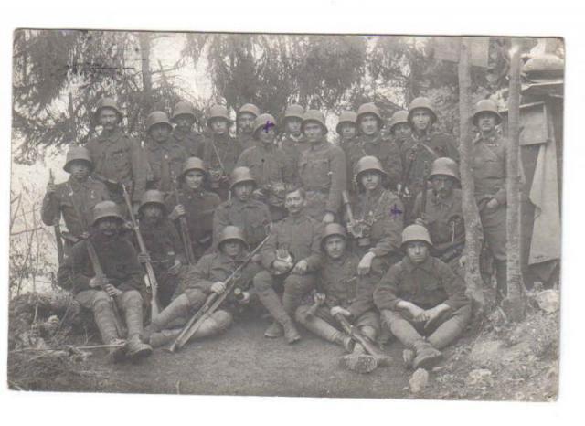 1vh-s katonák rohamsisakban