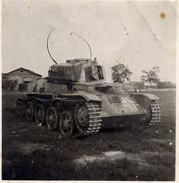 Toldi 38M könnyű harckocsi ívantennával ellátva