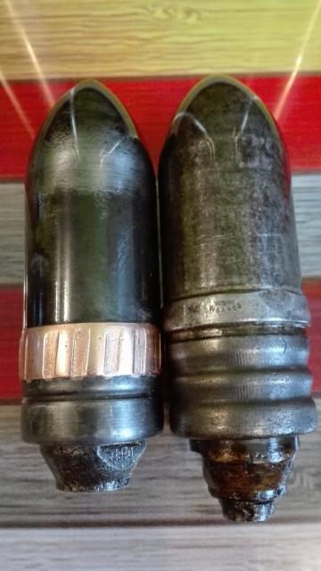 Két 37 mm-es egymás mellett közelről
