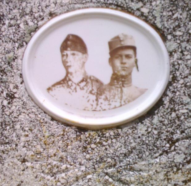 Katonasírok a németladi temetőben