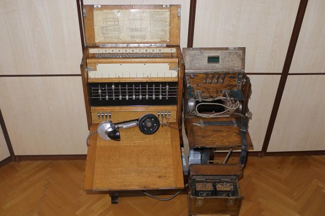 23.M. zengőjeles központi kapcsoló és 7.M. távbeszélő szekrény