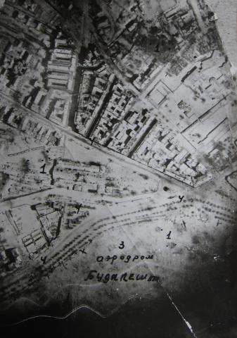 Hány repülő van a képen?  - Vérmező, 1945. január